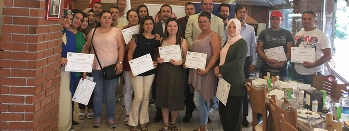 Uygulamalı Girişimcilik Eğitimi kursunu başarıyla tamamlayan 30 kursiyere sertifikaları düzenlenen törenle verildi.